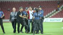 1. Lig maçında hakeme saldırı! Maç tatil edildi