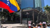 Nusret'in Miami şubesi önünde Maduro protestosu