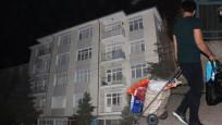 Kolonları çatlayan 2 binaya gece yarısı tahliye