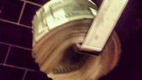 100 bin doları tuvalet kağıdı yaptı!