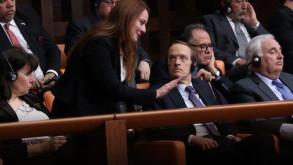 Meclis'te 'bacak bacak üstüne atma' uyarısı