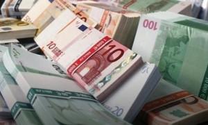 Euro dolar karşısında geriledi