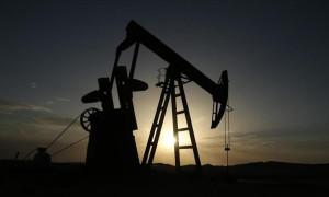 Petrol arz endişelerinin azalmasıyla o seviyeye yakın seyretti
