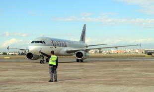 Katar'dan Adana'ya gelen ilk uçak törenle karşılandı
