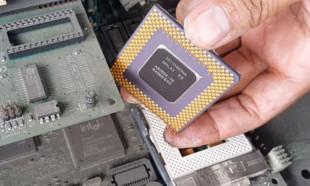 Bilgisayar parçalarından altın çıkardı!