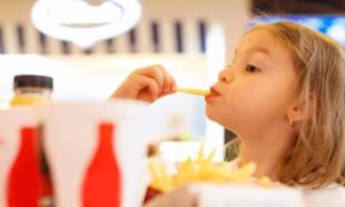 Çocuklar ve bizim için en zararlı 30 yiyecek