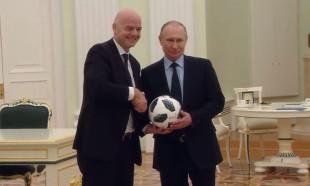 Vladimir Putin Kremlin'de top sektirdi