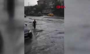 İstanbul'da metro seferleri yağış sebebiyle durdu