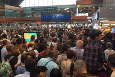 Sabiha Gökçen Havalimanı'nda bin yolcu uçağını kaçırdı