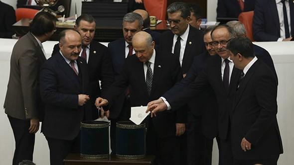 Anayasa değişikliğinde 4 madde kabul edildi