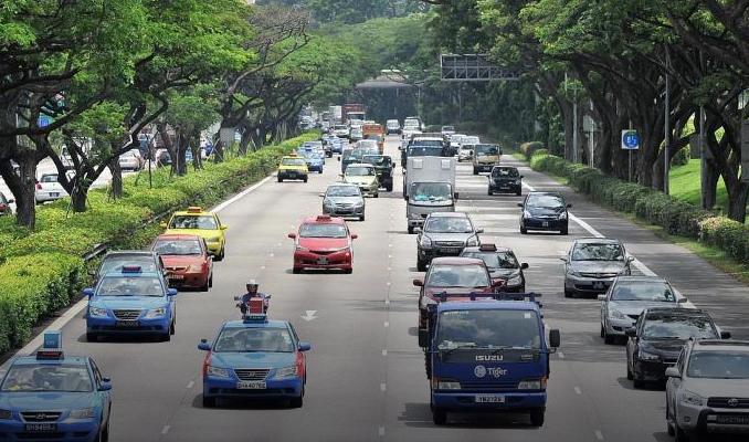 Singapur'da yeni otomobillerin trafiğe çıkışı yasaklandı
