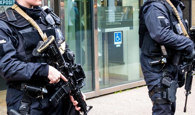 Hollanda'da panik! Polis tarafından vuruldu