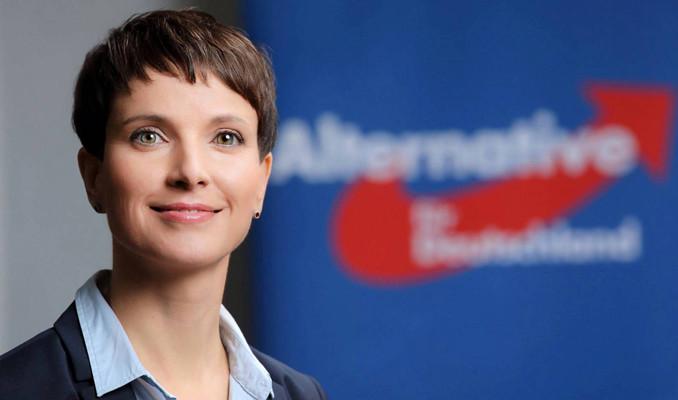 Almanya'da seçimden 2 gün sonra bomba istifa
