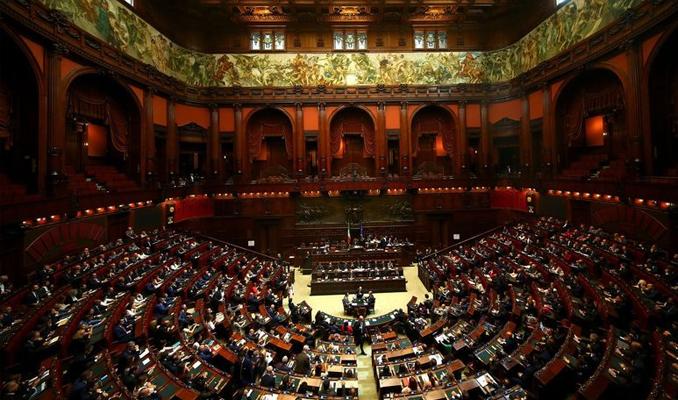 İtalya parlamentosunda cinsel ilişki skandalı