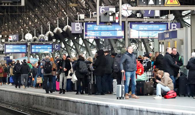 Almanya'da grev hayatı durdurdu