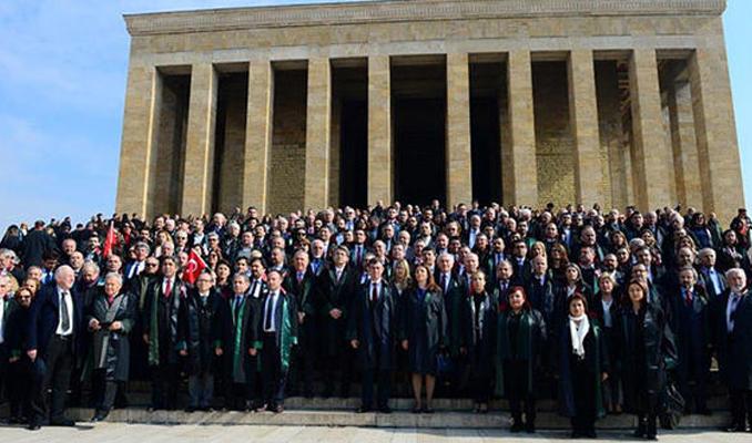 Binlerce avukat Anıtkabir'de
