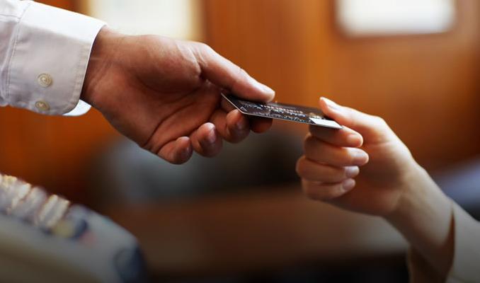 Kredi kartından yasal takibe düşenlerin sayısı azaldı