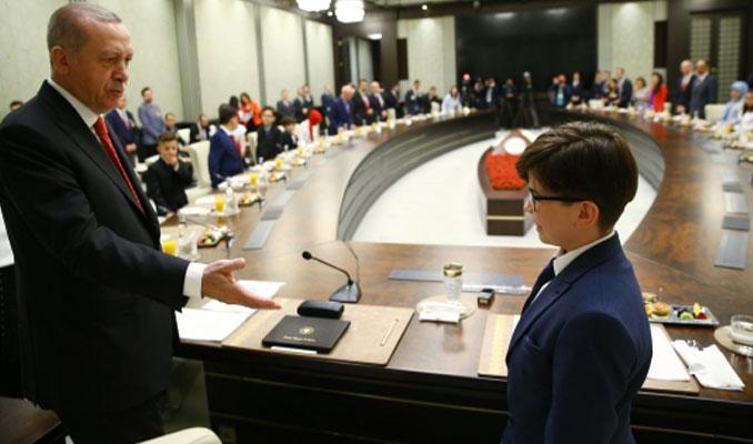 Devlet büyükleri koltuklarını devretti