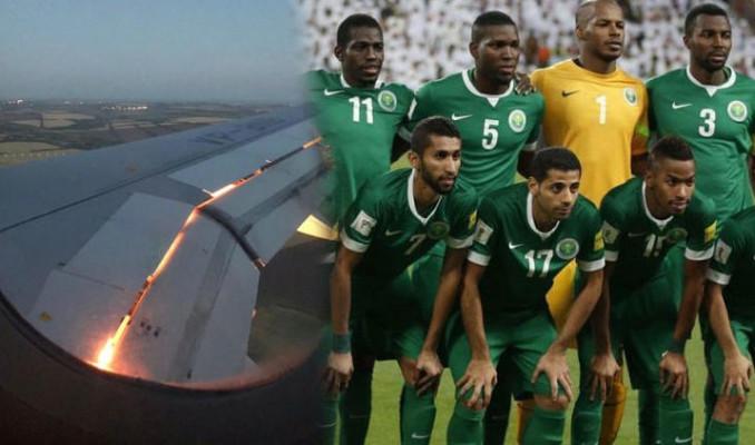 Suudi Arabistan takımını taşıyan uçağın motoru havada alev aldı