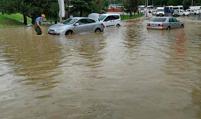 Ankara'da sağanak yağış sele neden oldu