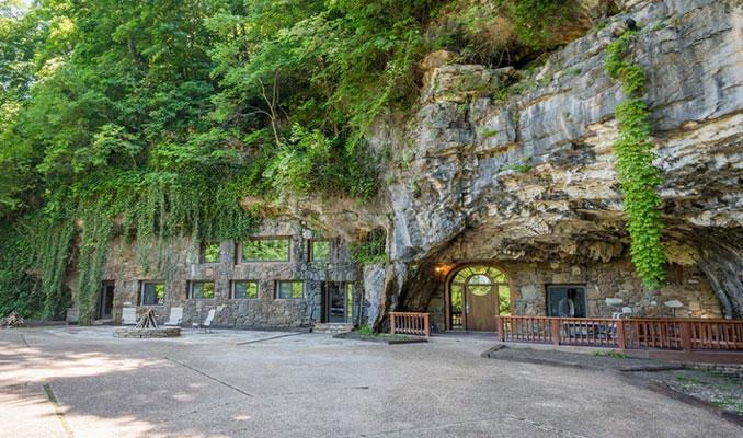 Bomba sığınağı olan mağarayı lüks bir eve dönüştürdüler