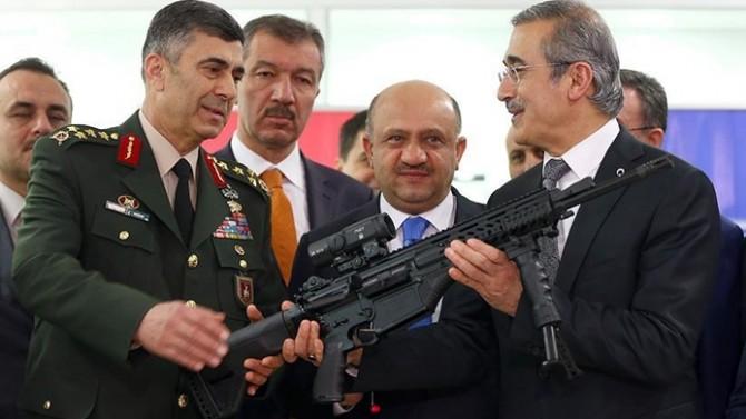 Milli tüfek Mehmetçiğe teslim edildi