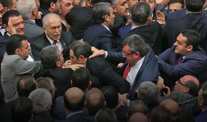 AK Parti ve CHP'li vekiller birbirine girdi