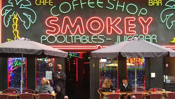 Coffeeshoplar esrarı belediyeden alacak