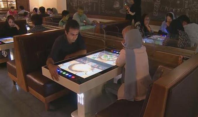 Tahran'da robotlar hizmet ediyor