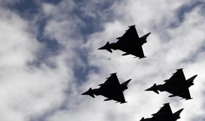 İspanya'da askeri uçak düştü!