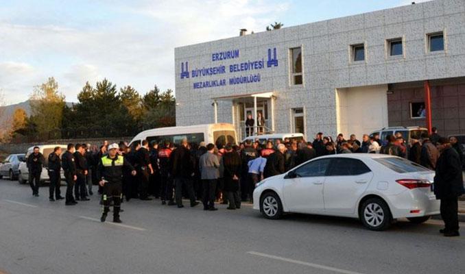 Erzurum'da defin kavgası! Birbirlerine girdiler