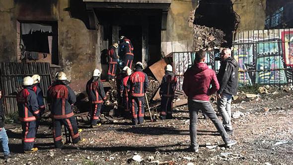 Beyoğlu'nda bina çöktü: 1 ölü