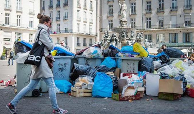 Fransa'da 500 bin ton çöp birikti