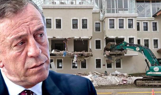 Ağaoğlu'nun otelinin kaçak kısımları yıkılıyor