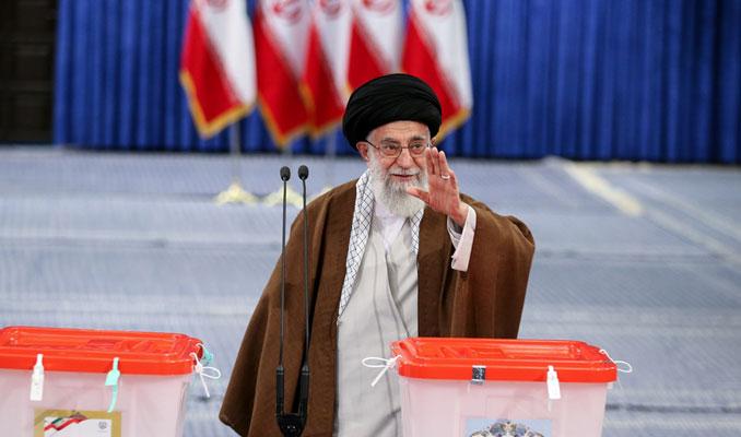 İran'da cumhurbaşkanlığı seçimi başladı