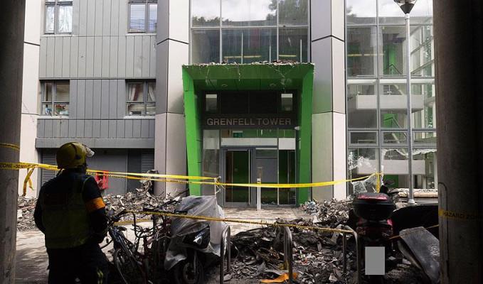Londra'da yangından fotoğraflar yayımlandı