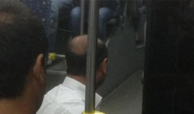 Şoför halk otobüsünü durdurup namaz kıldı