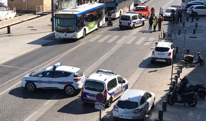 Fransa şokta! Araba kalabalığa daldı