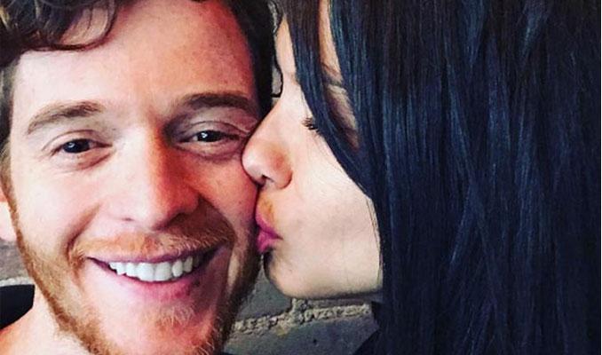 Adriana Lima'dan aşk pozu