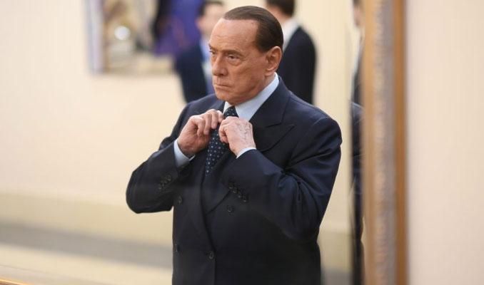 Berlusconi'ye kara para aklama soruşturması