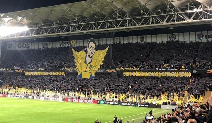 Fenerbahçe taraftarları Koray Şener'i unutmadı
