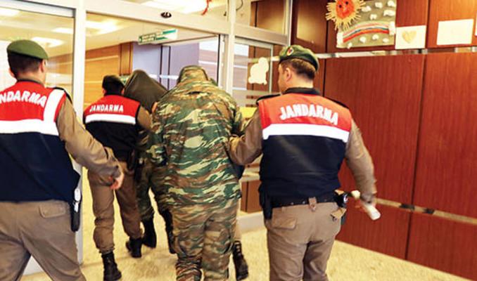 Cezaevindeki 2 Yunan askere sürpriz ziyaret!