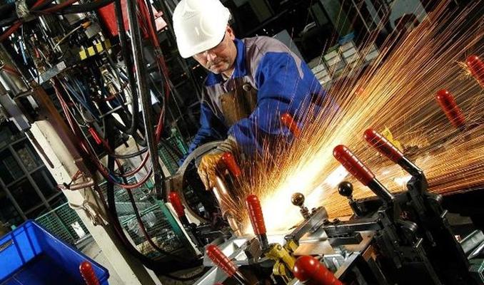 Sanayi üretimi Nisan'da arttı
