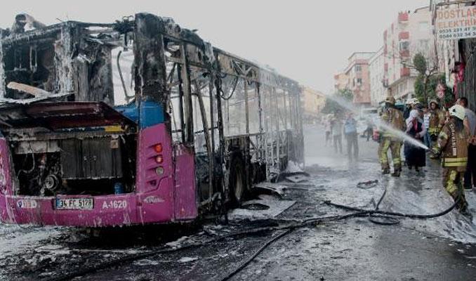 Gaziosmanpaşa'da halk otobüsü alev alev yandı
