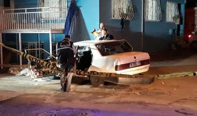 Mahalleli ile uyuşturucu satıcıları arasında kavga: 2 yaralı