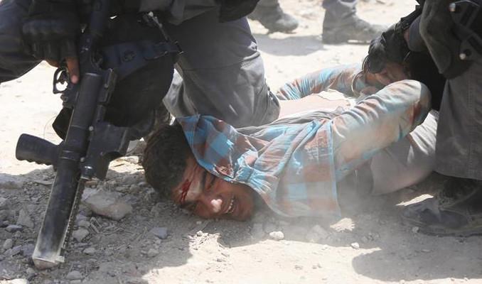 İsrail 651 Filistinli çocuğu gözaltına aldı