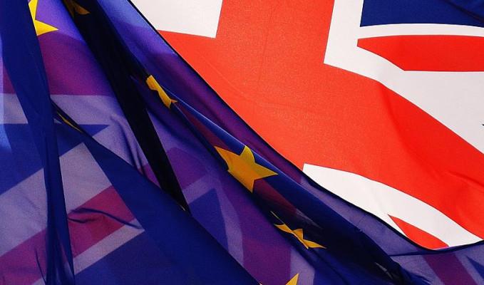 İngilizler Brexit için yeniden referandum istiyor