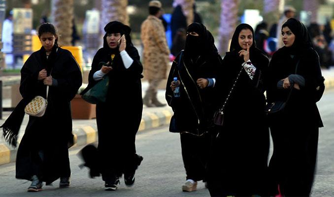 Suudi Arabistan'da kadınlara yardımcı pilotluk yolu açıldı
