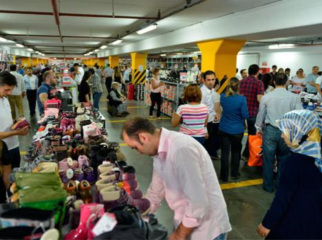 5 TL'ye, 10 TL'ye ayakkabı satıyorlar!