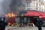 Sarı Yelekliler Paris Emniyet Müdürü'nü koltuğundan etti
